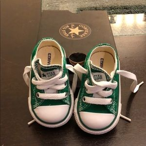 ✨Infant converse size 2 green sneakers NEW✨